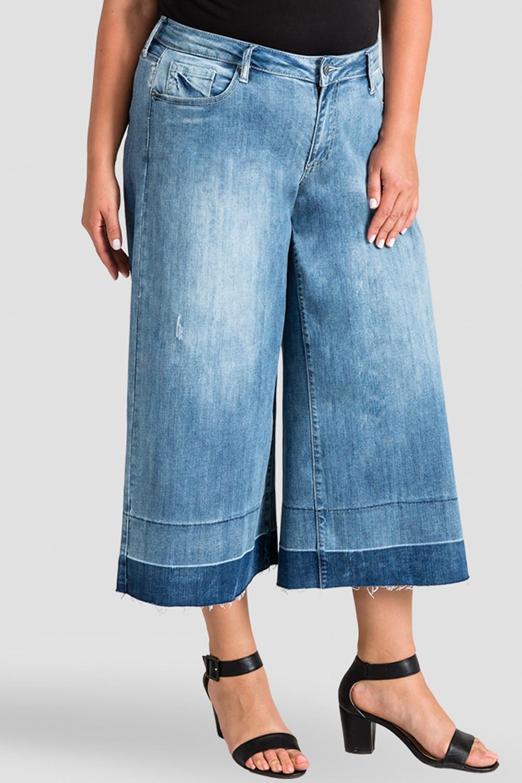 Plus Size Undone Raw Hem Frayed Women's Cropped Jeans