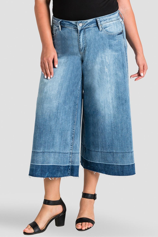 Plus Size Frayed Raw Hem Cropped Women's Jeans